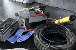 Krtovanie - elektromechanikcé čistenie odtokov špirálou